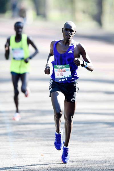Maratona di Parigi, vince Mark Korir  con il  personale di  02:05:49