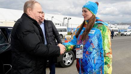 Yelena Isinbayeva oggi giura fedeltà all'esercito russo