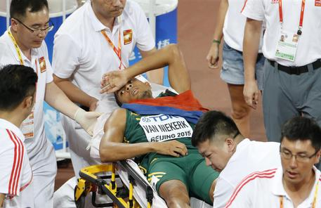 Mondiali Pechino: Van Niekerk vittoria e collasso nei 400 metri, ora sta bene