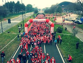 Base Running dona alla Fondazione Forma Onlus 6.000 Euro con la camminata dei Babbi Natale