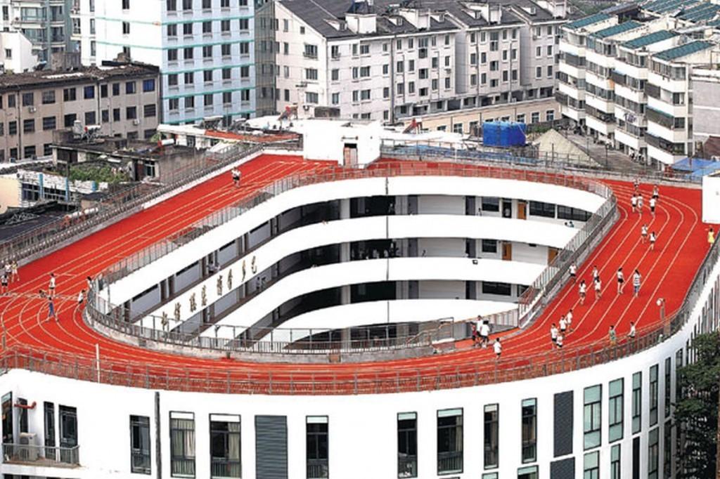 In Cina scuola costruisce pista di atletica sul tetto