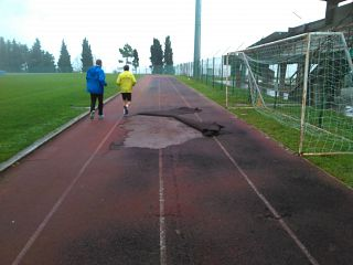 Squarci nella pista dello stadio di Volterra