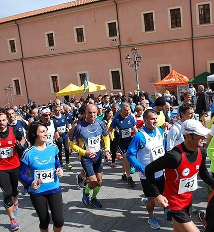 Nonno e nipotina insieme alla maratona di Buddusò in Sardegna