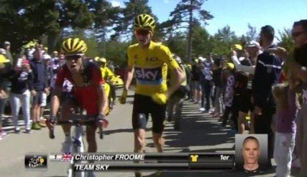 Al Tour de France la maglia gialla corre l'ultimo km a piedi in perfetto stile runner