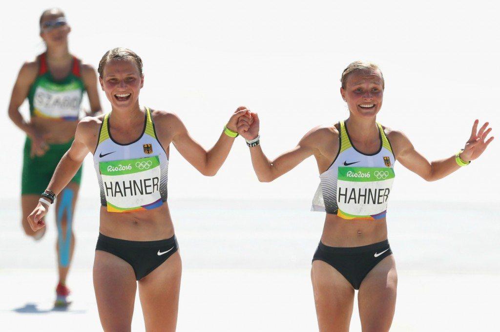 Rio 2016 atletica: Al traguardo della maratona mano nella mano, ma la Germania critica le gemelle Hanner, è polemica