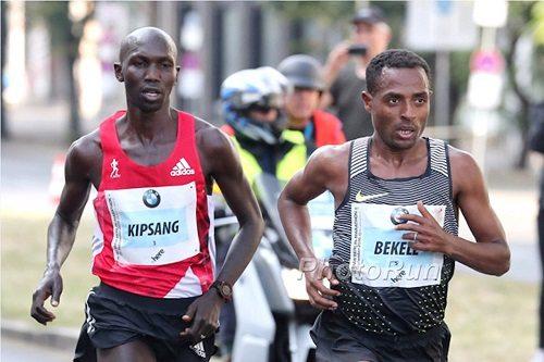 Il video dei momenti più spettacolari della Maratona di Berlino 2016, compreso il finale thrilling