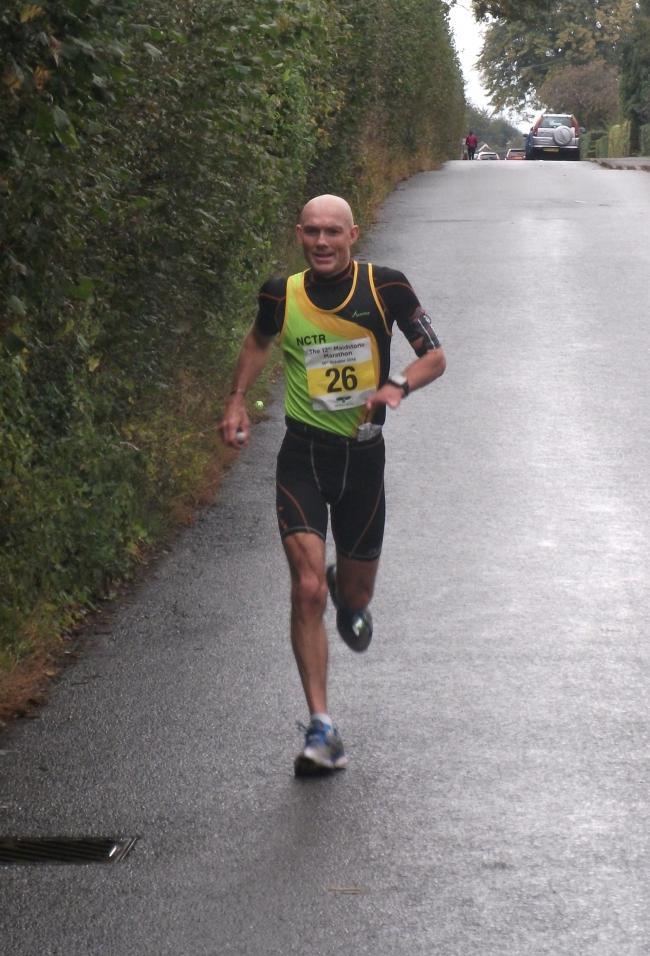 Maratoneta inglese conclude la sua 750esima Maratona Ufficiale e cerca il record di Mille Maratone