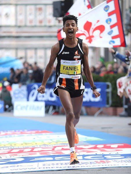 Il gioiello del Venicemarathon Club Eyob Faniel festeggia il suo debutto in maratona con un eccellente terzo posto alla Firenze Marathon