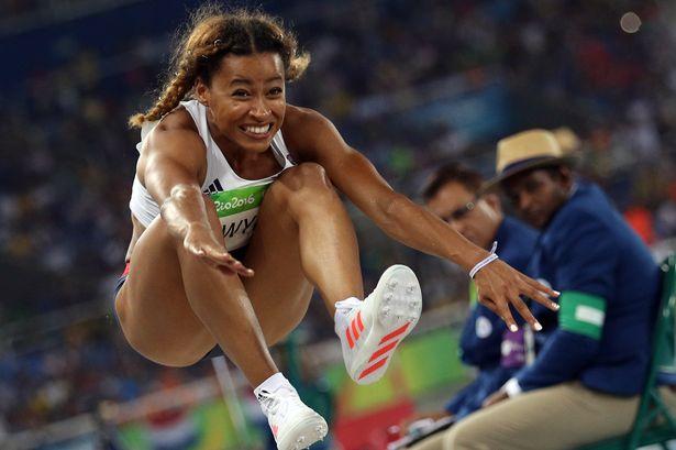 La saltatrice in lungo britannica Jazmin Sawyers si da al reality
