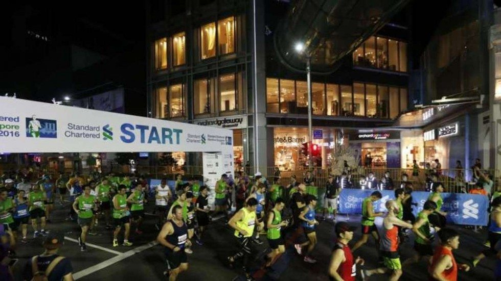 Runner muore durante la maratona di Singapore per un collasso causato dal  caldo brutale e umidità