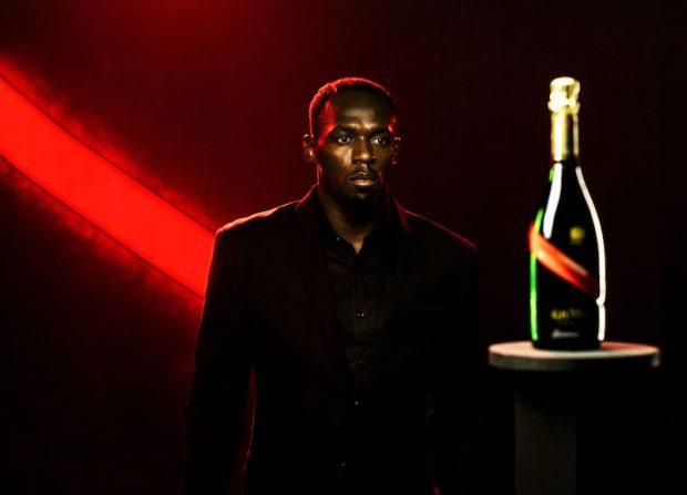 Usain Bolt brinda al 2017 con il nuovo sponsor lo CHAMPAGNE  MUMM