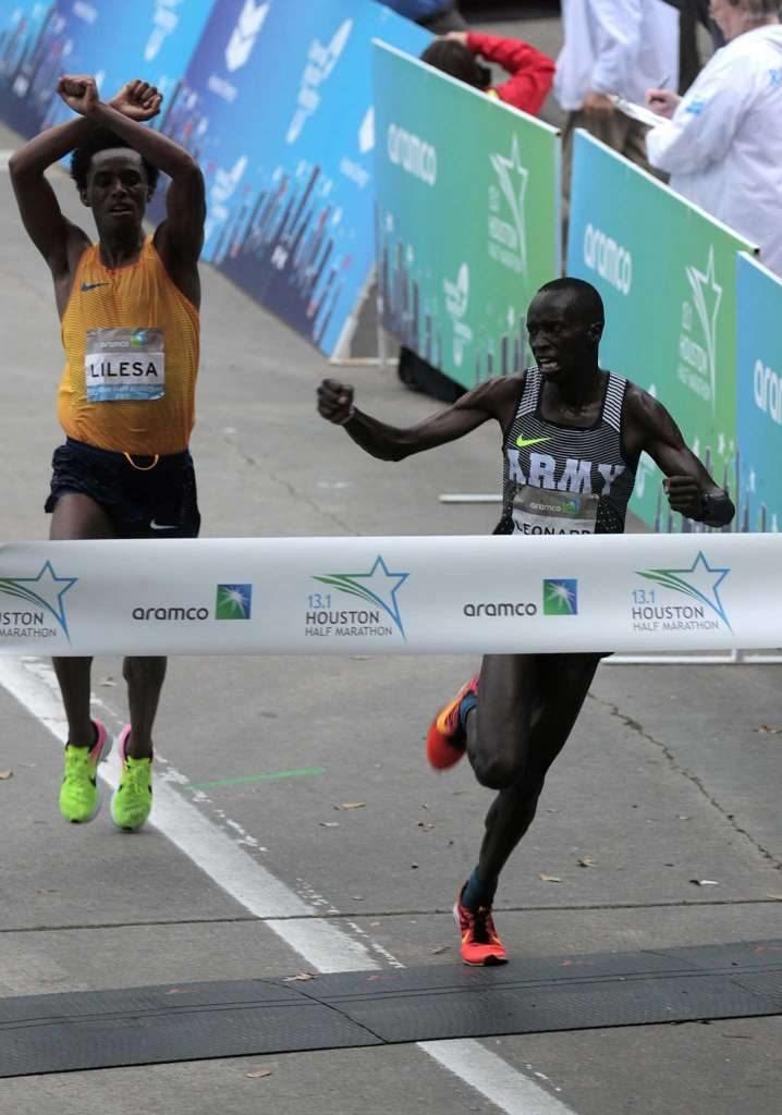 Risultati Houston Half Marathon: Vince  Leonard Korir con un finale entusiamante