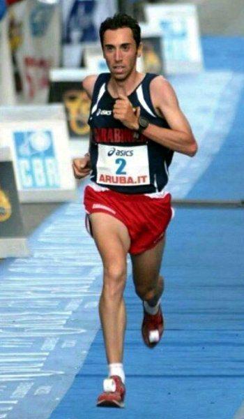 Stefano La Rosa conquista un ottimo quarto posto nella mezza maratona di Santa Pola (Spagna).