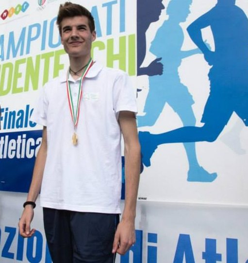 Christian Falocchi nell'alto sale fino a 2,25 ai tricolori di Ancona sotto gli occhi di Gianmarco Tamberi