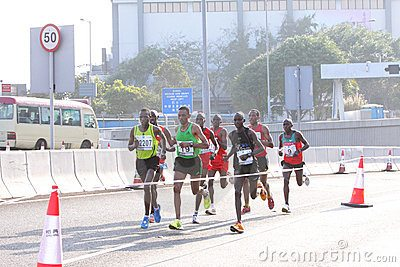 Tragedia alla Maratona di Hong Kong, muore una runner di 52 anni