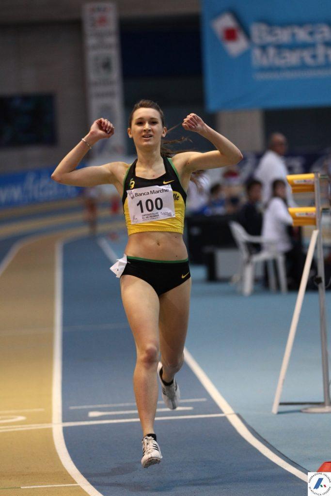 Giulia Viola esordisce alla grande nei 3.000 metri a Sheffield