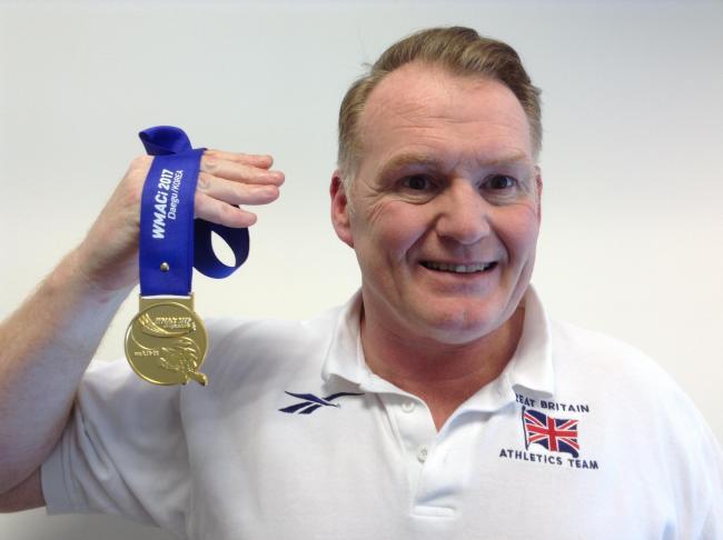 Lanciatore inglese grazie a 58 bottiglie di whisky diventa campione del mondo Master