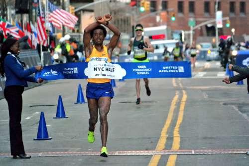 New York Half Marathon, vincono Feyisa Lilesa e  Molly Huddle