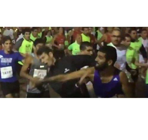 Runner manda Ko con un pugno l'avversario in una corsa su strada in Brasile- Il Video