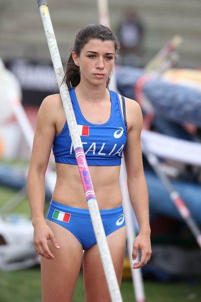 Helen Falda nell'asta sale fino a 4,38