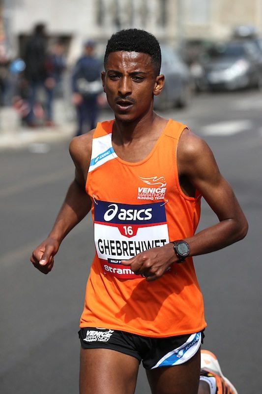 Record personale per Eyob Faniel alla mezza maratona di Praga