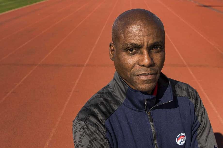 """Carl Lewis lancia la sua nuova squadra di atletica denominata """"Squadra Perfetta"""""""