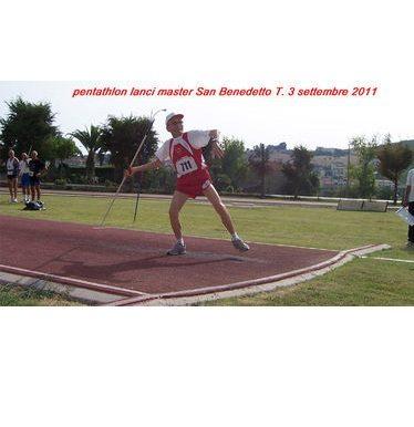 Giuseppe Ottaviani festeggia i 101 anni a modo suo, partecipando a una gara di pentathlon lanci