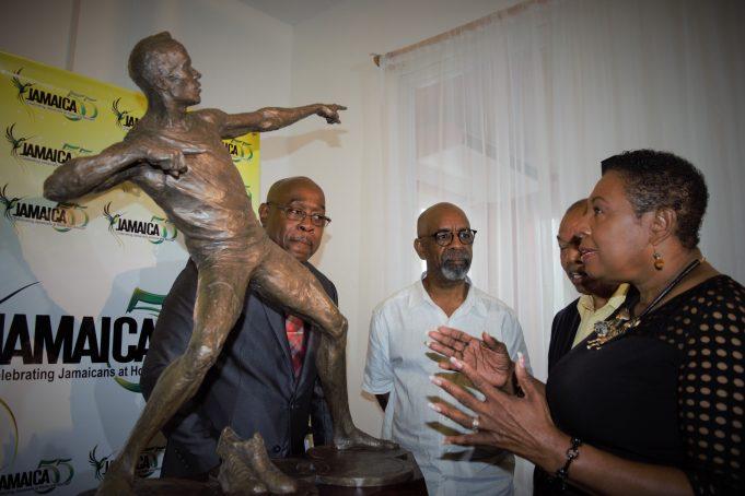Usain Bolt: presentata la statua in suo onore