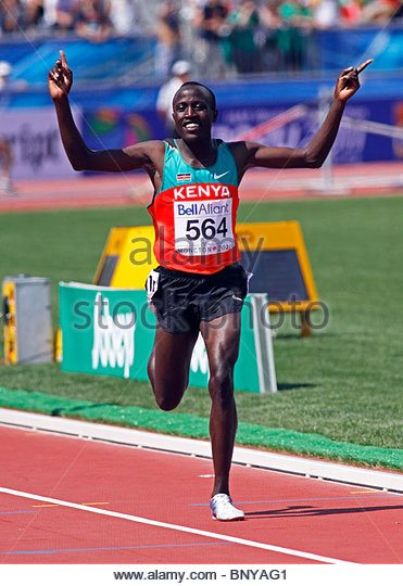 david-kiprotich-bett-of-kenya-wins-the-mens-5000-metres-at-the-2010-bnyag1