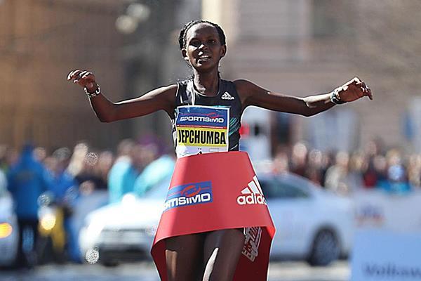 """Violah Jepchumba e Barselius Kipyego vincono a suon di record la mezza maratona """"Mattoni"""" in Repubblica Ceca"""