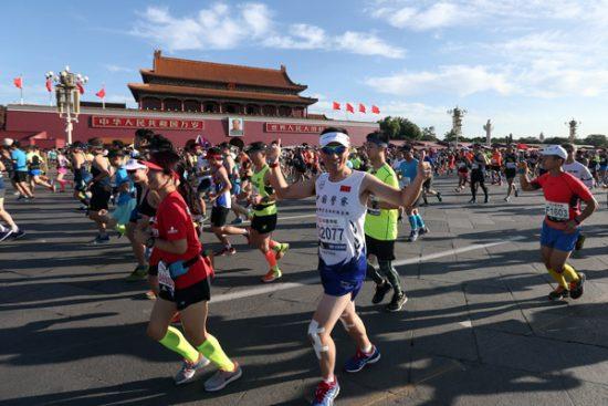 Truffe nella Maratona di Pechino, si indaga su falsi pettorali