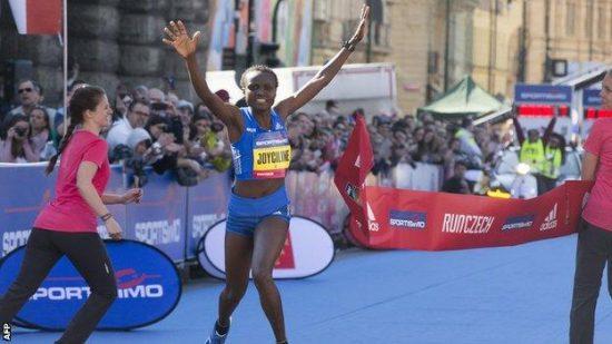 Joyciline Jepkosgei record mondiale sui 10km su strada, è la prima donna sotto i 30 minuti!