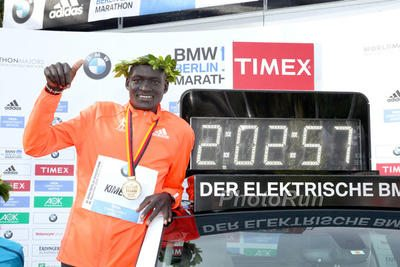 Dennis Kimetto lancia la sfida ai rivali  Kipchoge,  Bekele e  Kipsang