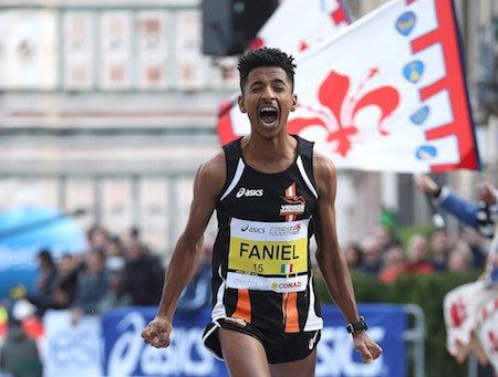 Eyob Faniel vince la Venice Marathon dopo un clamoroso errore degli organizzatori
