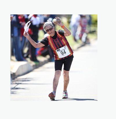 Marcia, nonna di 93 anni stabilisce il record mondiale master della 20 km