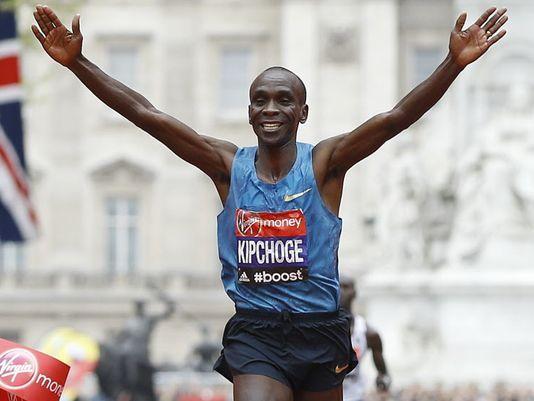 Eliud Kipchoge rinuncia all'idea del record del mondo nella Maratona di Londra e punta solo alla vittoria