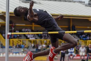 Dominic Ogbechie 15 anni vola a 2.22 nell' alto, Record del Mondo U17