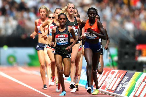 Giallo nei 3000 donne a Londra: atleta si ferma prima del traguardo e lascia vincere le avversarie
