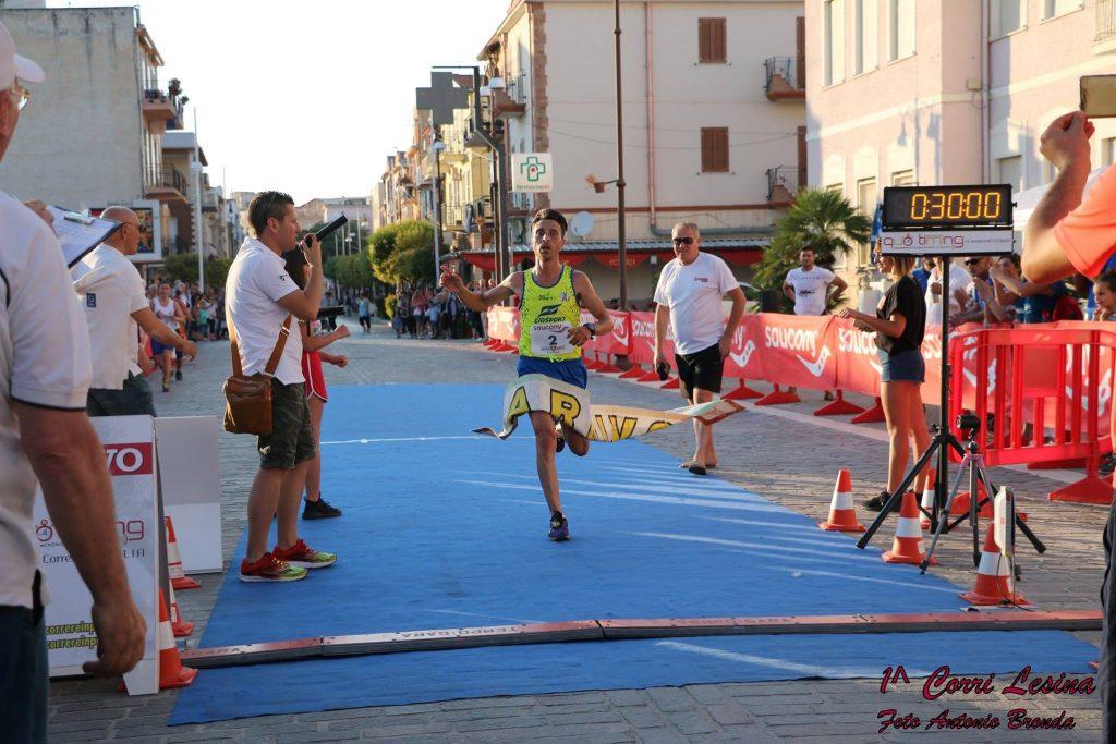 Buona la 1^Corri Lesina vinta da Dario Santoro che precede Domenico Ricatti-di  Matteo Simone