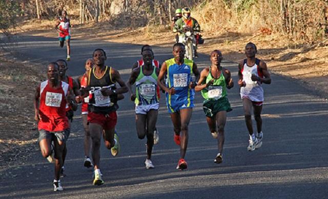 Maratoneta donna  inganna gli organizzatori facendo vincere un uomo al suo posto