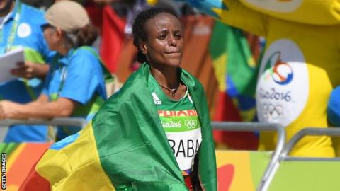 Mare Dibaba vince la mezza maratona della Great Scottish Run