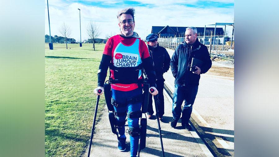 Tolta la medaglia  al runner paralizzato che ha corso la Maratona di Londra