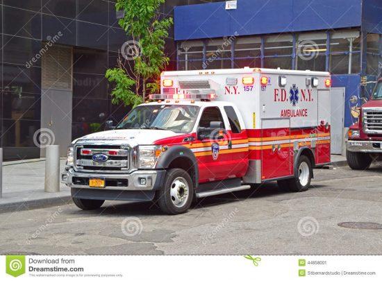 automobile-dell-ambulanza-dei-servizi-medici-di-emergenza-di-new-york-del-corpo-dei-vigili-del-fuoco-servizio-44858001