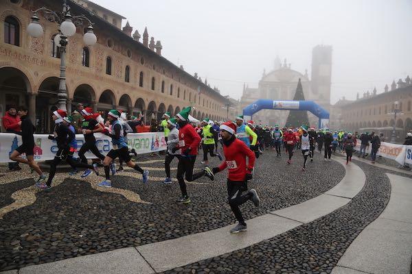 5^ Scarpadoro di Babbo Natale: oltre 600 persone questa mattina a Vigevano!