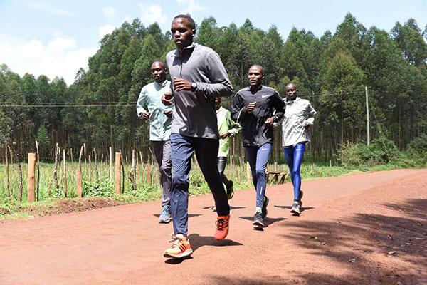 Domenica la corsa su strada di 25 km di Calcutta con il solito contingente keniano