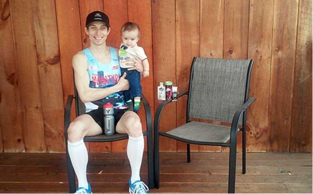 Papà runner corre per curare il figlioletto che rischia la sedia a rotelle
