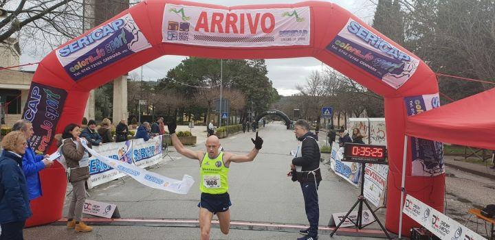 """Il ricordo di Leonardo Cenci nella """"Maratonina del Campanile"""" di Perugia"""