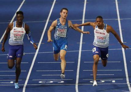 Filippo Tortu in raduno con i velocisti britannici Prescod e Hughes