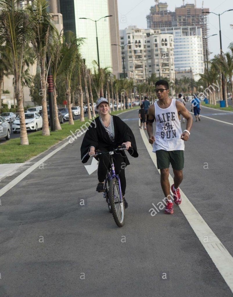 """Maratoneta cinese """"beccata"""" mentre imbrogliava usando una bicicletta"""