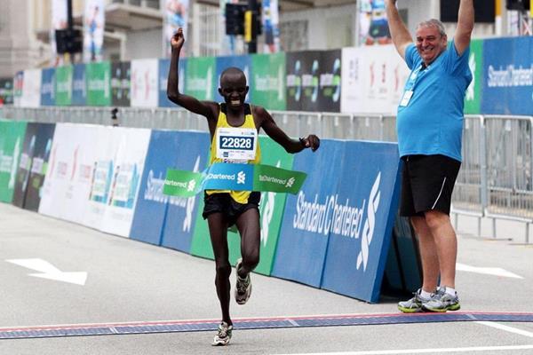 Risultati Maratona Parigi: vincono Abrha Milaw e Gelete Burka